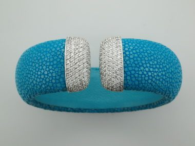 Sting Ray Cuff With Zircons