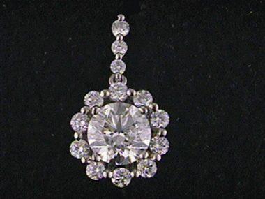 1.40 Ctw Diamond Cluster Pendant