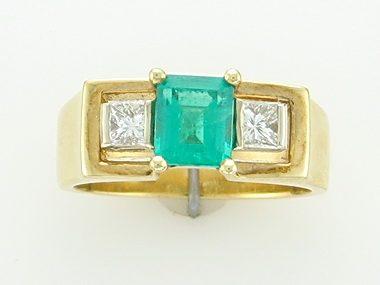 18kyw Emerald & Diamond Ring