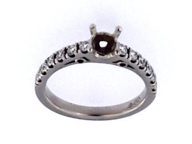 18kt Eng Ring .76ct Centre Dia