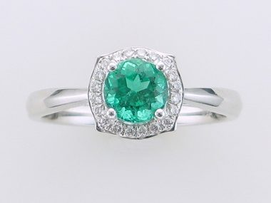18 Kt Emerald And Diamond Ring