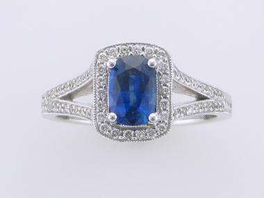 18kt Sapphire Ring
