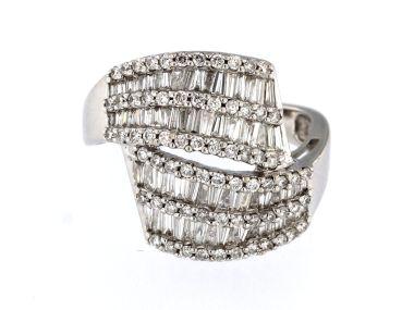 Baguette & Round Diamond Ring