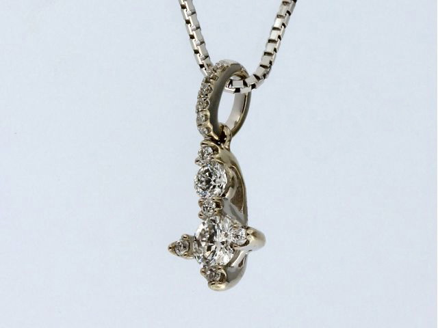 0.35 ctw Diamond Pendant