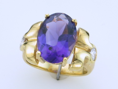 18ky Amethyst & Diamond Ring