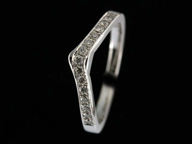 14kt Fitted Diamond Band