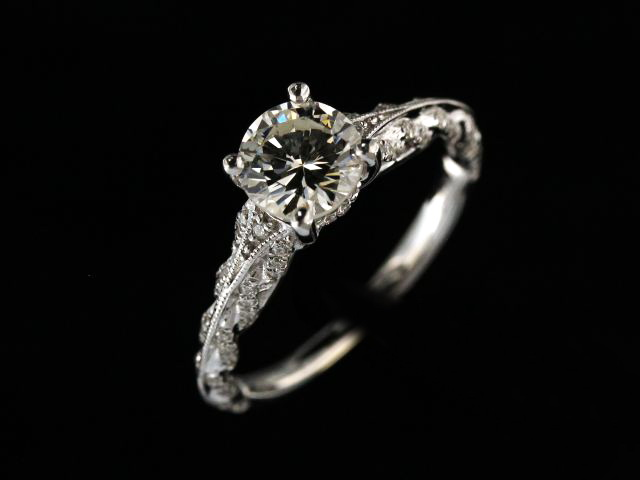 18KT 1.00 ct Engagement Ring