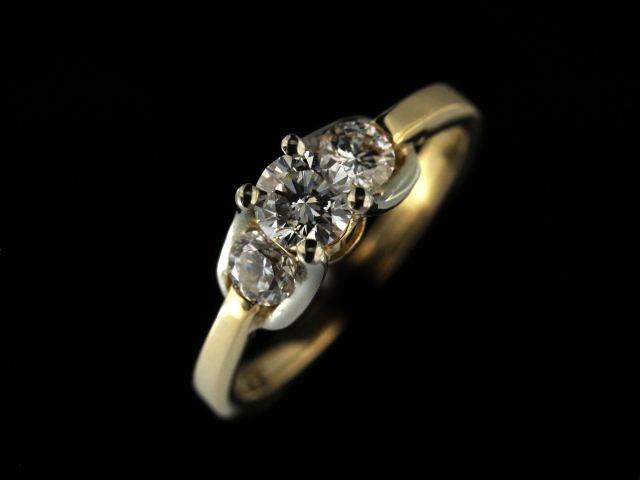 14kyw Diamond Trinity Engagement Ring
