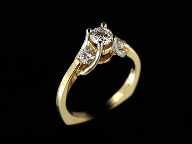 14kyw Diamond Trinity Engagement Ring