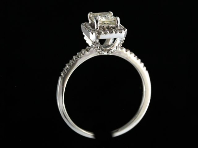 1.09 Ctw Diamond Engagement Ring