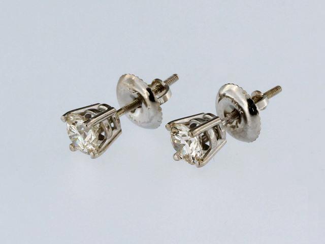 0.76 ctw Stud Earrings