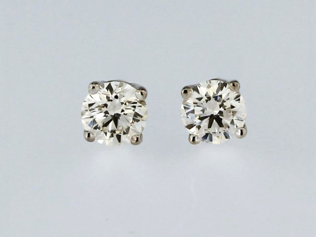 0.76 ctw Stud Earrings