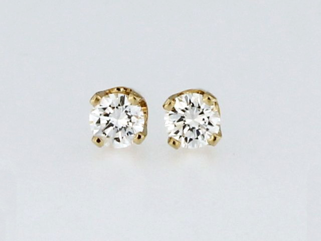 0.20 ctw Diamond Studs