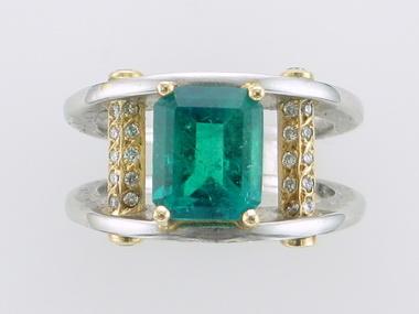 Pl/18k Emerald & Diamond Ring