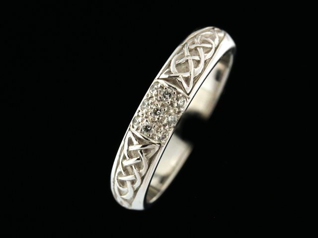 14kw .10ctw Pave Wedding Band