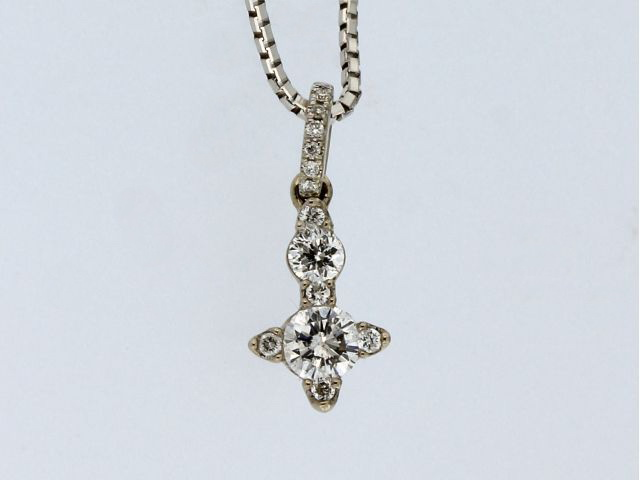 0.35 ctw Diamond Pendant