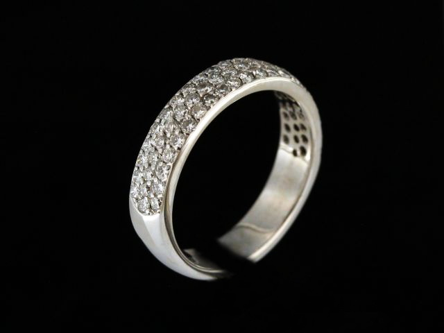 0.93ctw Pavee Diamond Band