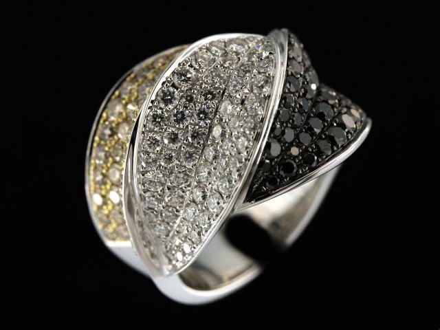 18kt 3.15ctw Tricolour Diamond Ring