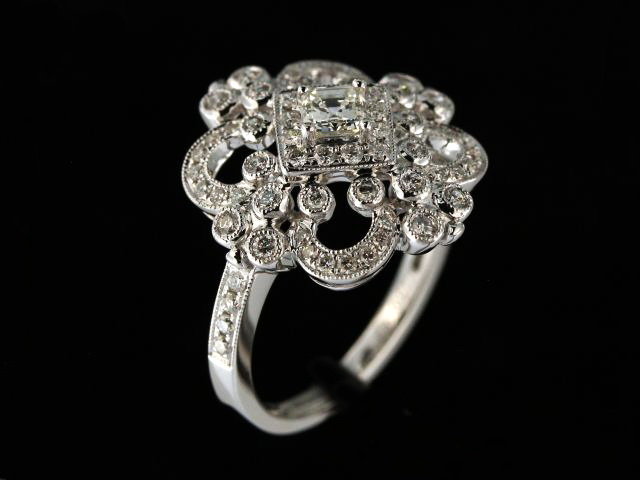 18KT Antique Style Ring