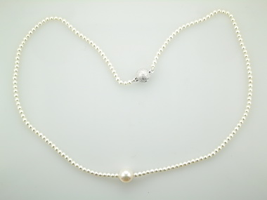Pearl Neclace with Akoya Centre