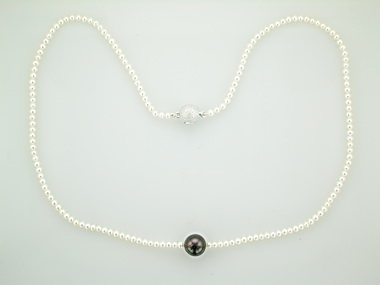 Pearl Necklace with Tahitian Centre