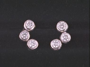14kw Three Diamond Bezel Stud